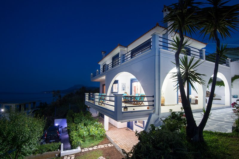 Blue Dream Villa: your path to holiday heaven (children 0-11 free of charge), holiday rental in Oxilithos