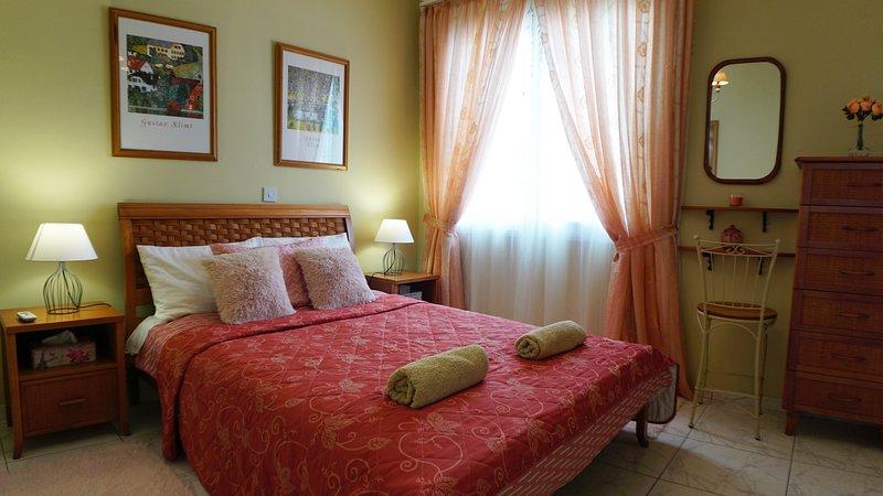 2 bedroom sea view apartment Eden, vacation rental in Khlorakas