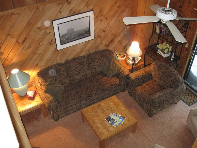 Beautiful Charming Comfy and Cozy Mt Snow Townhome. Free Shuttle, Ski Home!, alquiler de vacaciones en Dover
