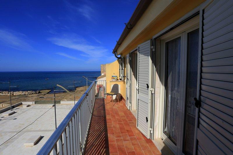 appartamento vista mare sul porticciolo, vacation rental in Santa Croce Camerina