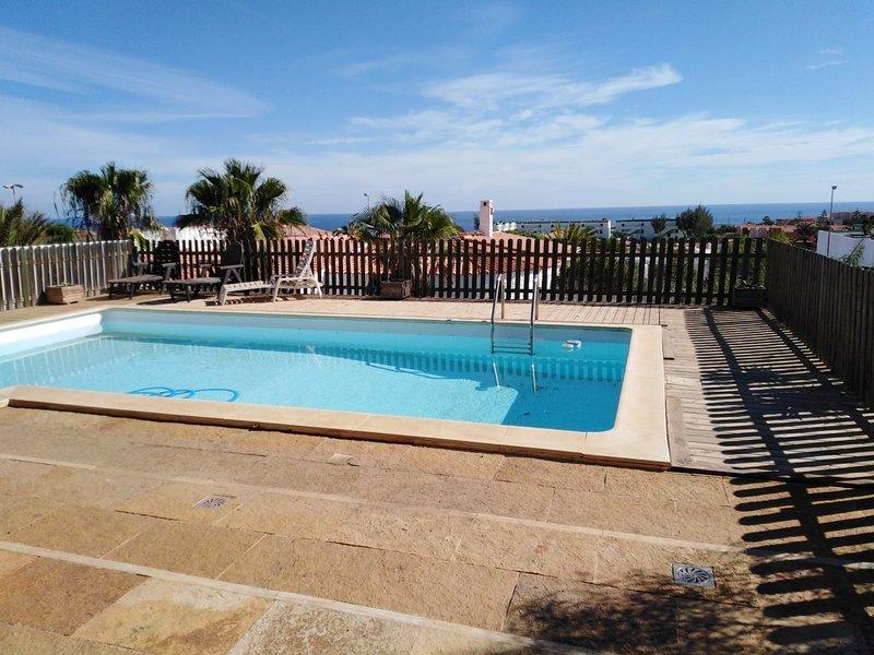 Spacious villa with swimming-pool, casa vacanza a Parque Holandes