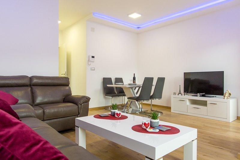 Modern Two Bedroom Apartment in the heart of Budva - sea view, holiday rental in Budva