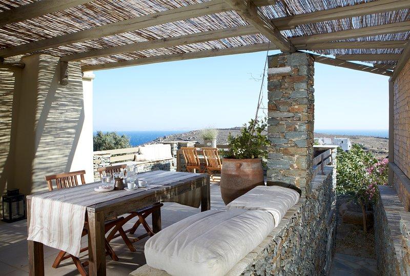 3 Bedroom Villa, Sleeps 8, Sea View, location de vacances à Tinos Town