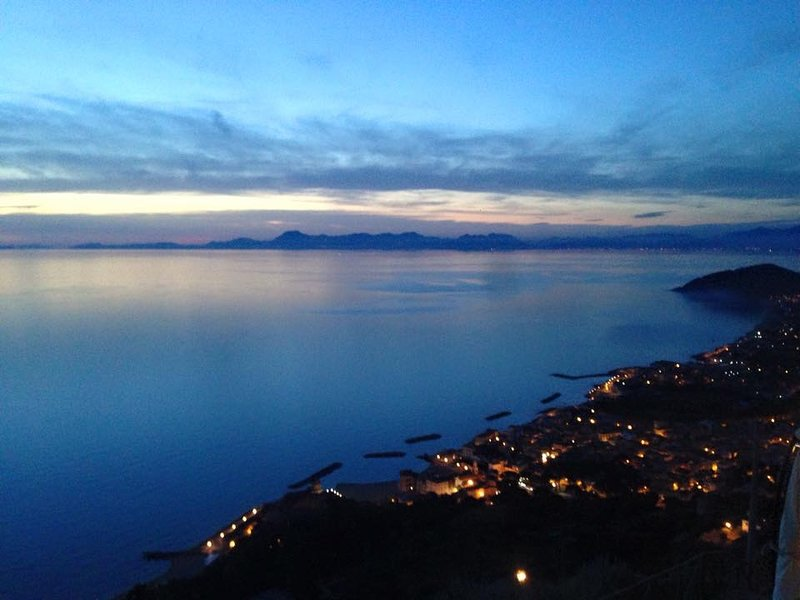 Beautiful apt with sea view & Wifi, holiday rental in Santa Maria di Castellabate