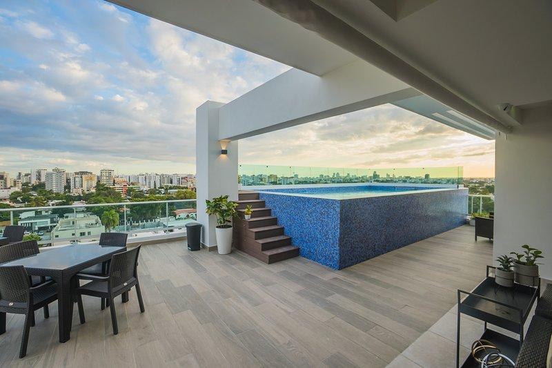Deslumbrante terraço panorâmico com piscina, ginásio, bar, sala de TV, solarium, churrasqueira e ginásio