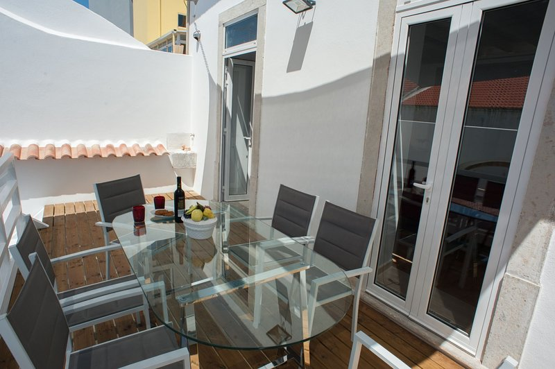 Spacious house with terrace & Wifi, Ferienwohnung in Montenegro
