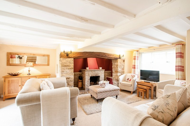 Woodland Cottage - Woodland Cottage is a beautiful period stone cottage that is, holiday rental in Adlestrop