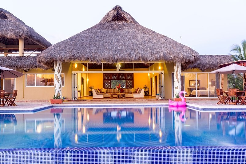 Casa Doris Stylish Ocean Front Villa Resort with Full Service, vacation rental in Puerto Escondido