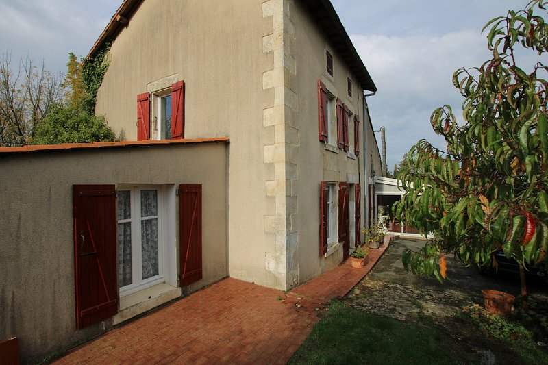 LA PETITE PERLA COUNTRY HOUSE, holiday rental in Saint-Aubin-le-Cloud
