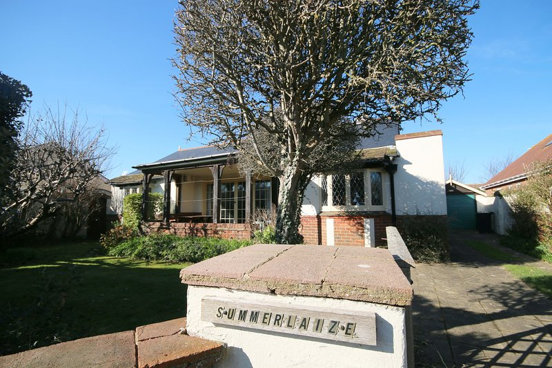 Summerlaize, West Wittering, holiday rental in Bracklesham Bay