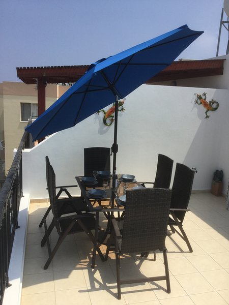 Our Cyprus Apartment Luxurious & Modern 40ft Balcony 10min walk to strip & beach, holiday rental in Protaras