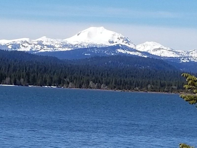 LAKE ALMANOR - LUXURY LAKEFRONT HOUSE - EVERYTHING INCLUDED!, holiday rental in Prattville