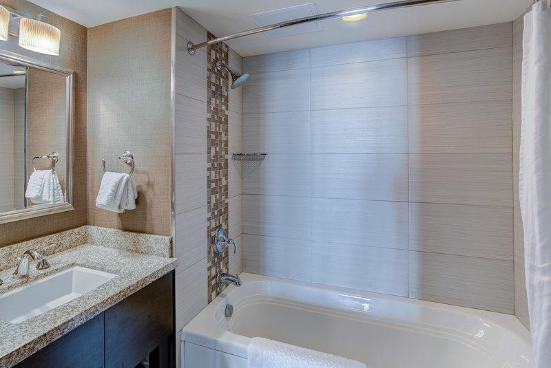 Oceanaire 2BR Oceanview Bathroom