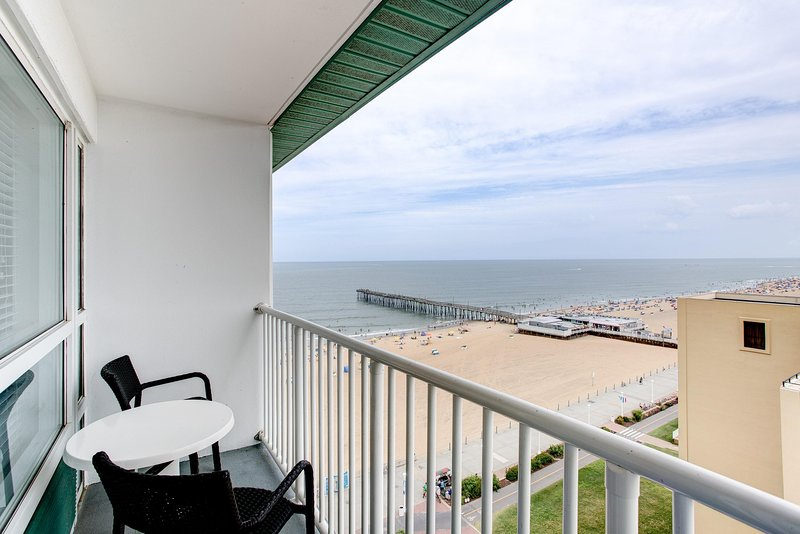 Spacious Suite near Beach w/ Free WiFi, Resort Pools & Spectacular Balcony Views, vakantiewoning in Virginia Beach