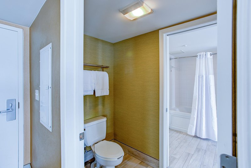 Boardwalk Resorts 1BR Ocean View Bathroom