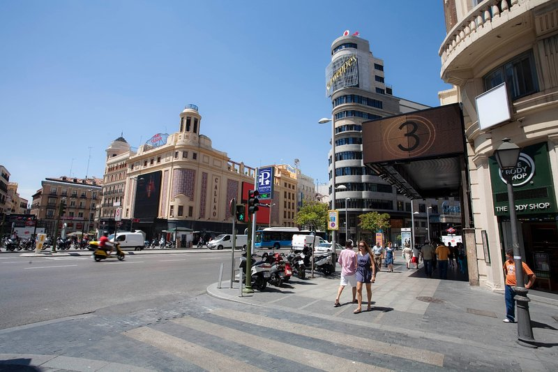 Photos of the city of Madrid- Plaza Callao and Gran Via. Only 15 minutes away Photos of the city of Madri