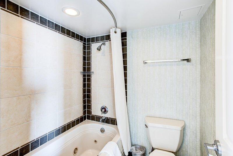 Ocean Beach Club 1BR Suite Oceanview Bathroom