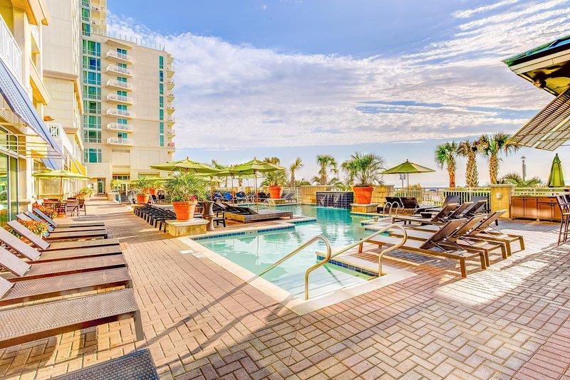 Modern Suite w/ WiFi, Resort Indoor and Outdoor Pools, Gym & Game Room, holiday rental in Virginia Beach