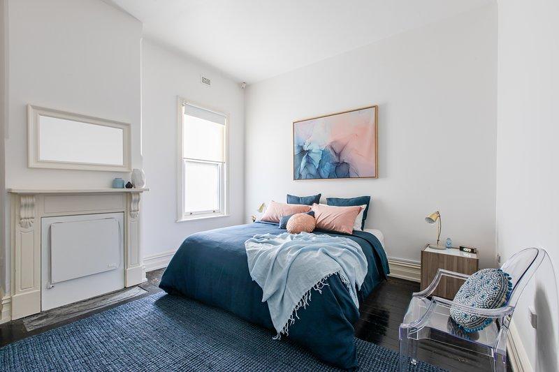 Hauptschlafzimmer mit Kingsize-Bett