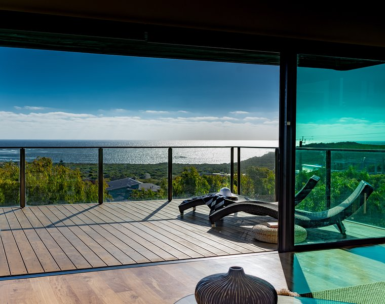 Indulgent beach house with 180 degree ocean views, holiday rental in Margaret River