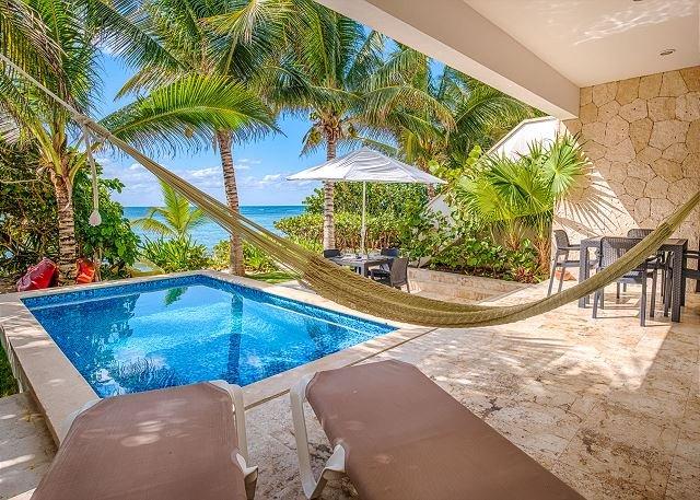 Casa Coral # 101 patio y vista al mar.