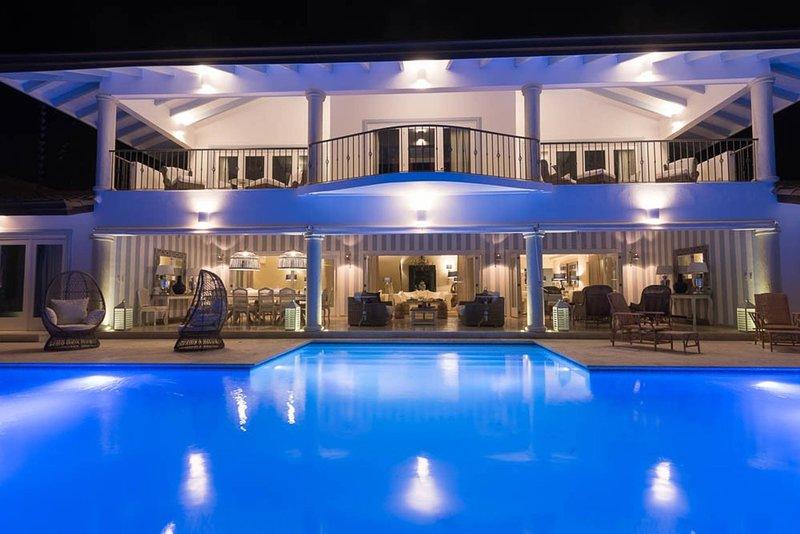 7 Bedrooms Luxury Colonial Villa Complete New 2017, vacation rental in Altos Dechavon