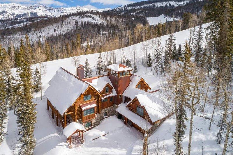 Esta hermosa casa se encuentra en las laderas de Telluride Resort.
