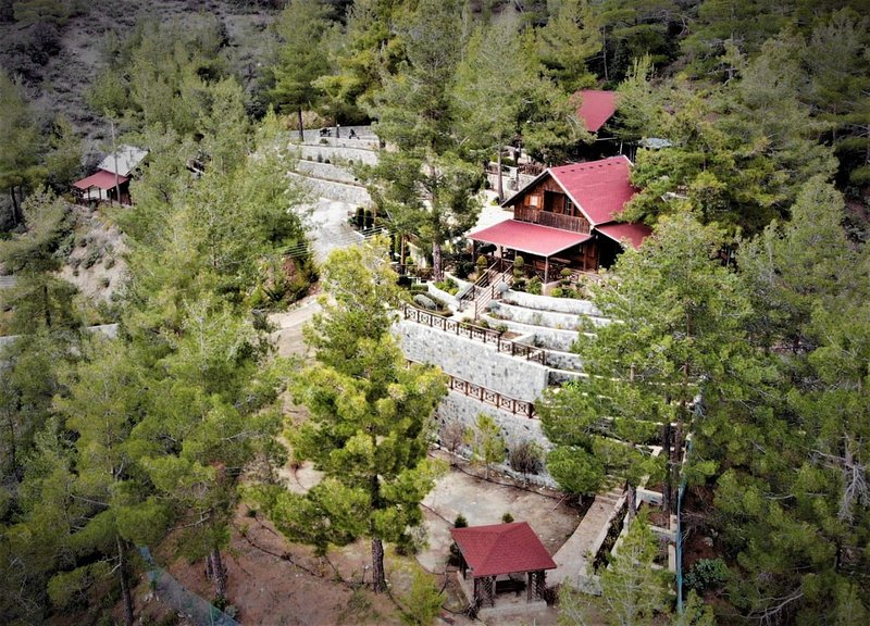 3 Bedroom Chalet in Spilia Troodos, holiday rental in Pelendri