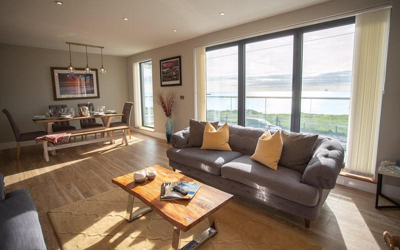 Ocean View House with Jacuzzi, alquiler vacacional en Bournemouth