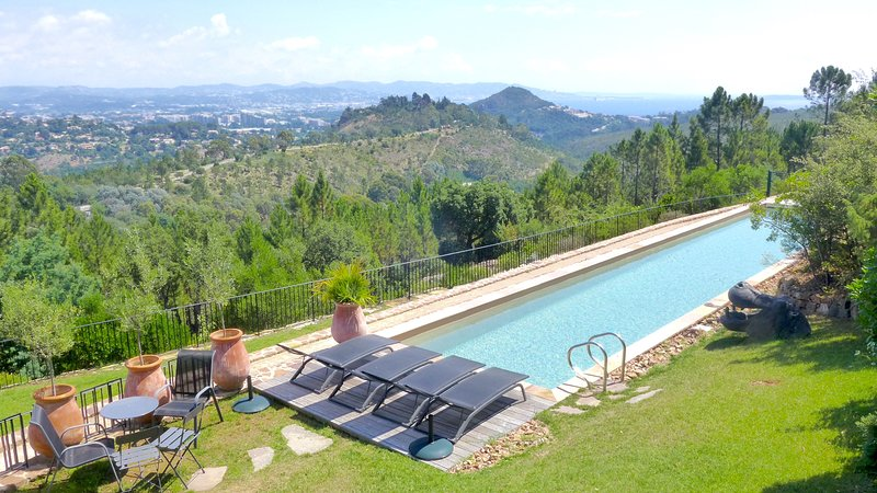 Amazing villa with swimming-pool, holiday rental in La Napoule