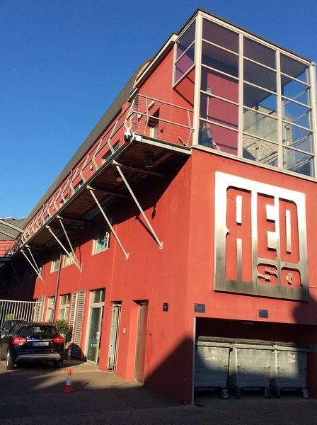 Contemporary apartment in award winning development, holiday rental in Harringay