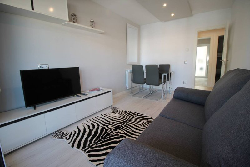 FAMILY DELUXE APARTMENT BEACH, vacation rental in Cervello