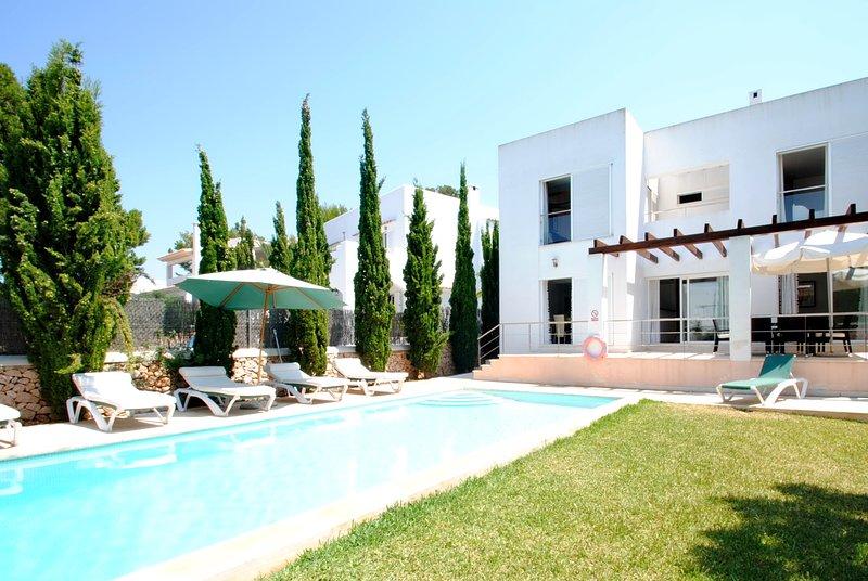 Villa Ohana, garden and pool