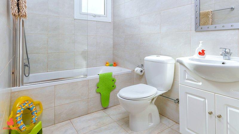 Villa Amanda - family bathroom