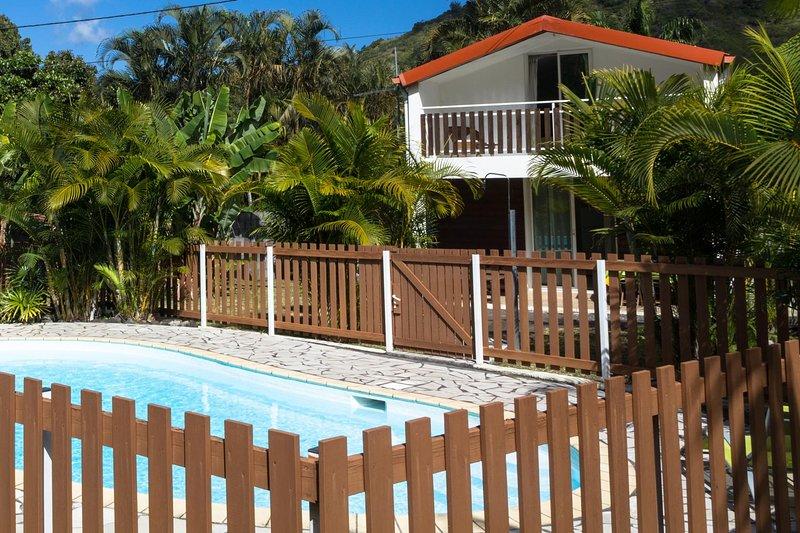 Amazing house with shared pool, location de vacances à Le Ouaki