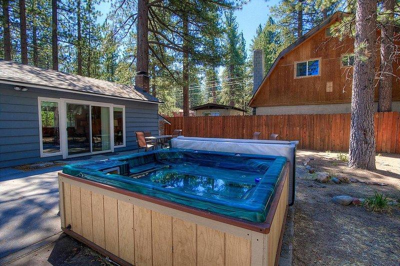 Twin Peaks - CYH0671 Hot Tub