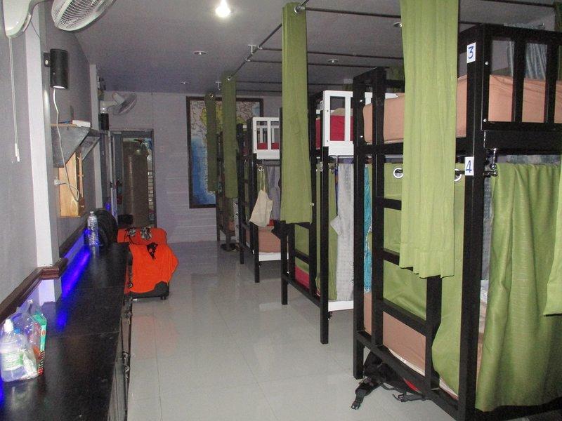 neverland hostel dorm in phi phi, holiday rental in Ko Jum