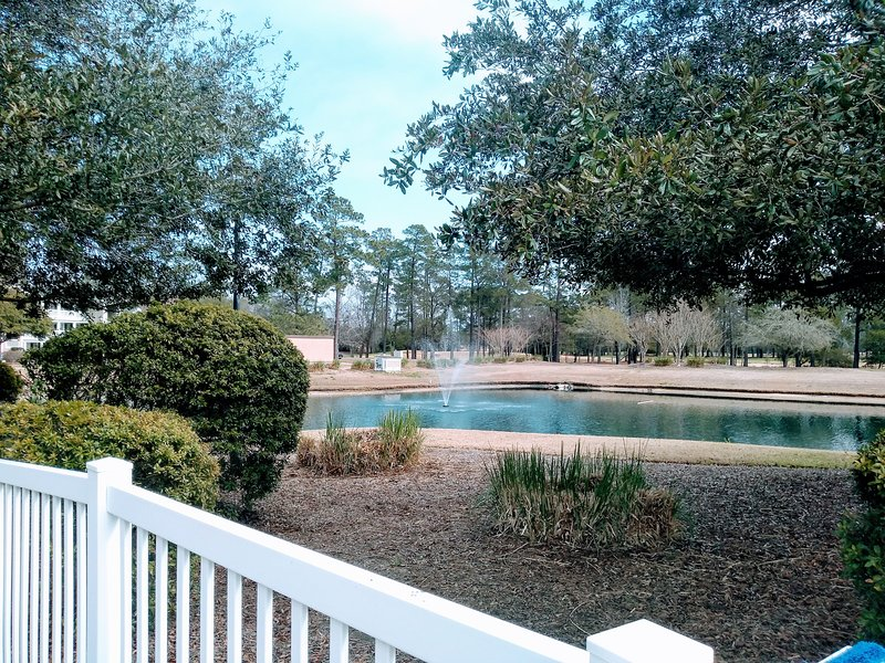 Eagle & Birdie: True Blue Golf & Racquet Corner, End Unit, holiday rental in Pawleys Island