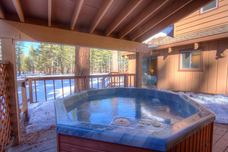 Meadow View Chalet - cyh1013 hot tub