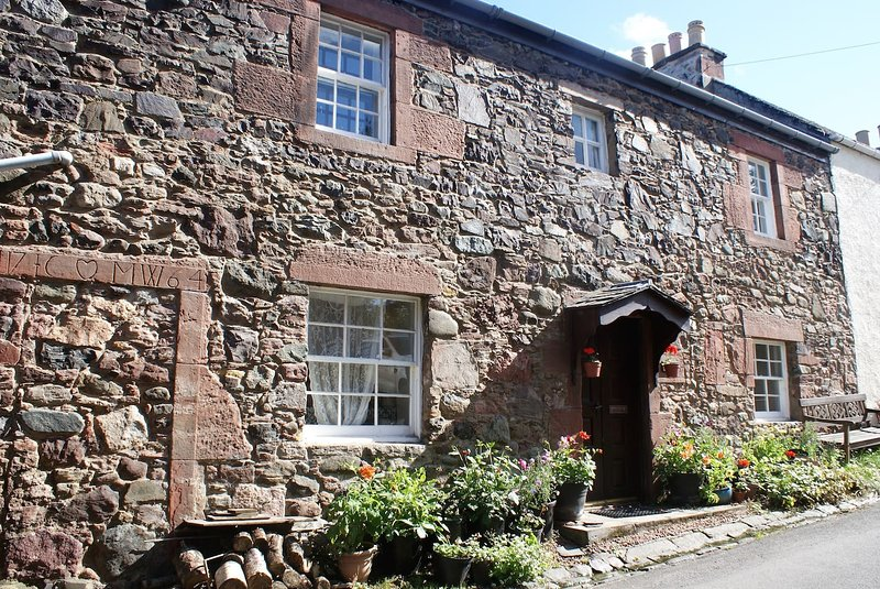 Rowanberry Holidays - Charming Cottage, Perfect Location, 2 Bedr, Sleeps 4, holiday rental in Falkland
