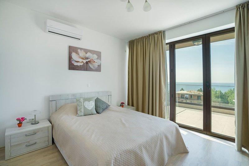 Adria Lux Apartments Sveti Stefan - One Bedroom Suite (Unit 3), alquiler vacacional en Rijeka Rezevici