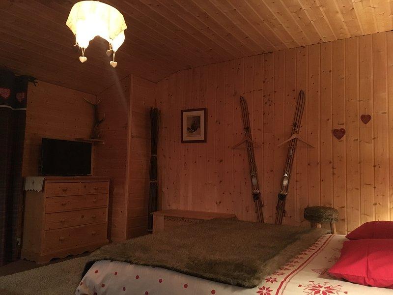 Suite L'Estive pour deux à quatre personnes - Chambres d'Hôtes Au Delà du Temps, holiday rental in Saint-Mamet