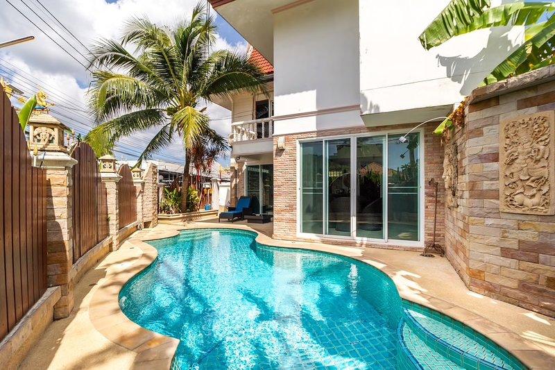Three-Bedroom Private Pool Villa, aluguéis de temporada em Thalang District