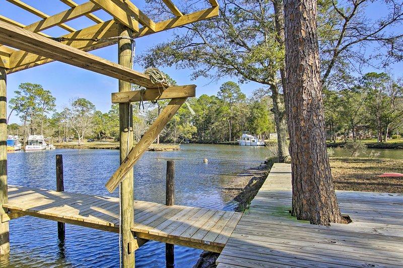 Profitez de votre séjour dans cette charmante maison d'Elberta, en Alabama, avec un quai privé pour bateaux!