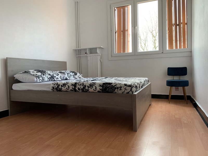 Location appartement et chambre, vacation rental in Le Bourget