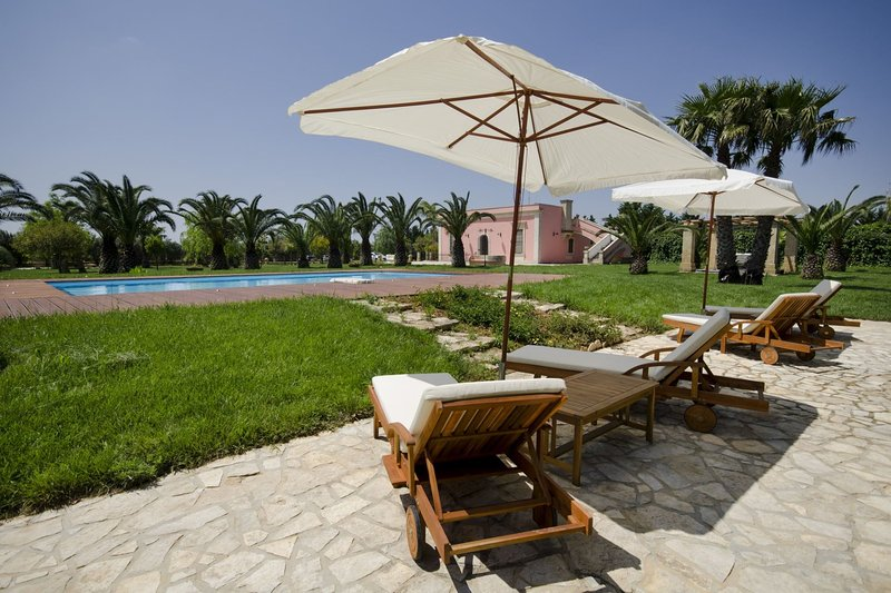 I Giardini di Marzo | luxury villa con piscina, holiday rental in Squinzano