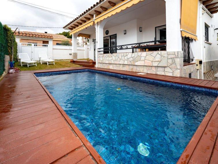 AMPLIA VILLA+PISCINA PRIVADA EN SEGUR DE CALAFELL,9 PERS., holiday rental in Segur de Calafell