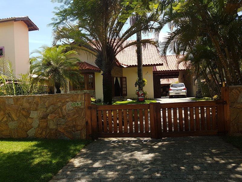 Lindo Sobrado em condomínio a 30m da praia do Tenório, casa vacanza a Ubatuba