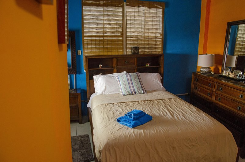 Tropical one bedroom next to pool, holiday rental in Toa Baja