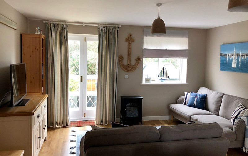 White Pebble Cottage, Moelfre, vacation rental in Brynteg